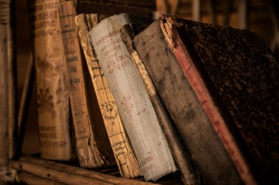 old-books-436498 1920